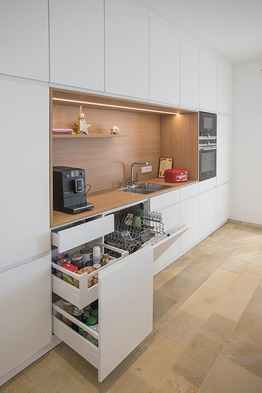 innenausbau und k che f r ein wohnhaus vitra by raum und form m nster. Black Bedroom Furniture Sets. Home Design Ideas
