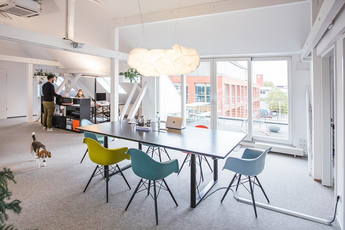 raum und form Referenzprojekt Marken von Freunden mit Vitra-Möbeln